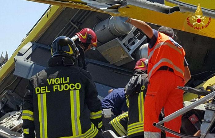 Scontro tra treni in Puglia - VVFF