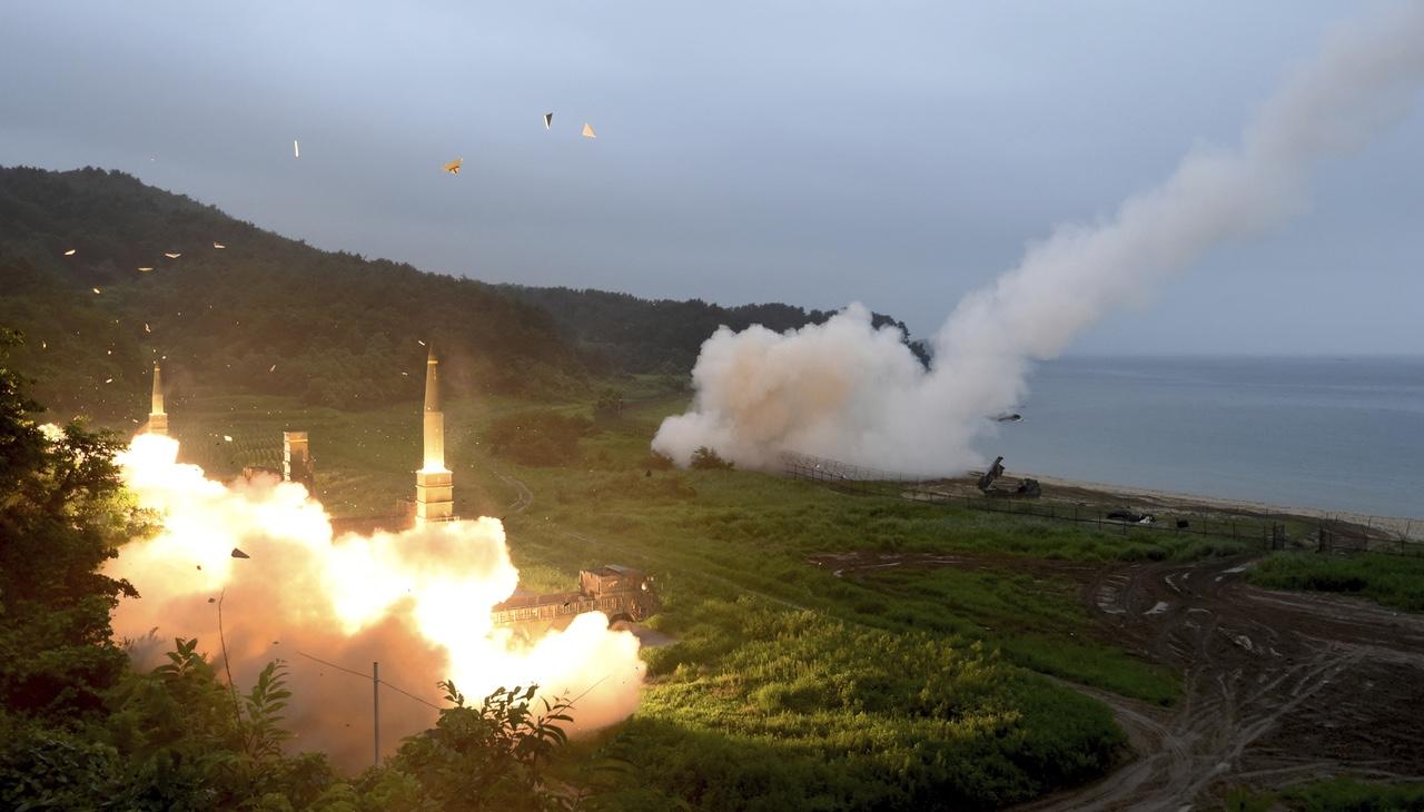 """Corea del Nord lancia nuovo missile: """"Testare armi è un nostro diritto"""""""