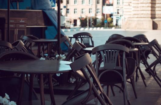Restrizioni Covid: Sardegna, ristoranti aperti fino alle 23, bar fino alle 21