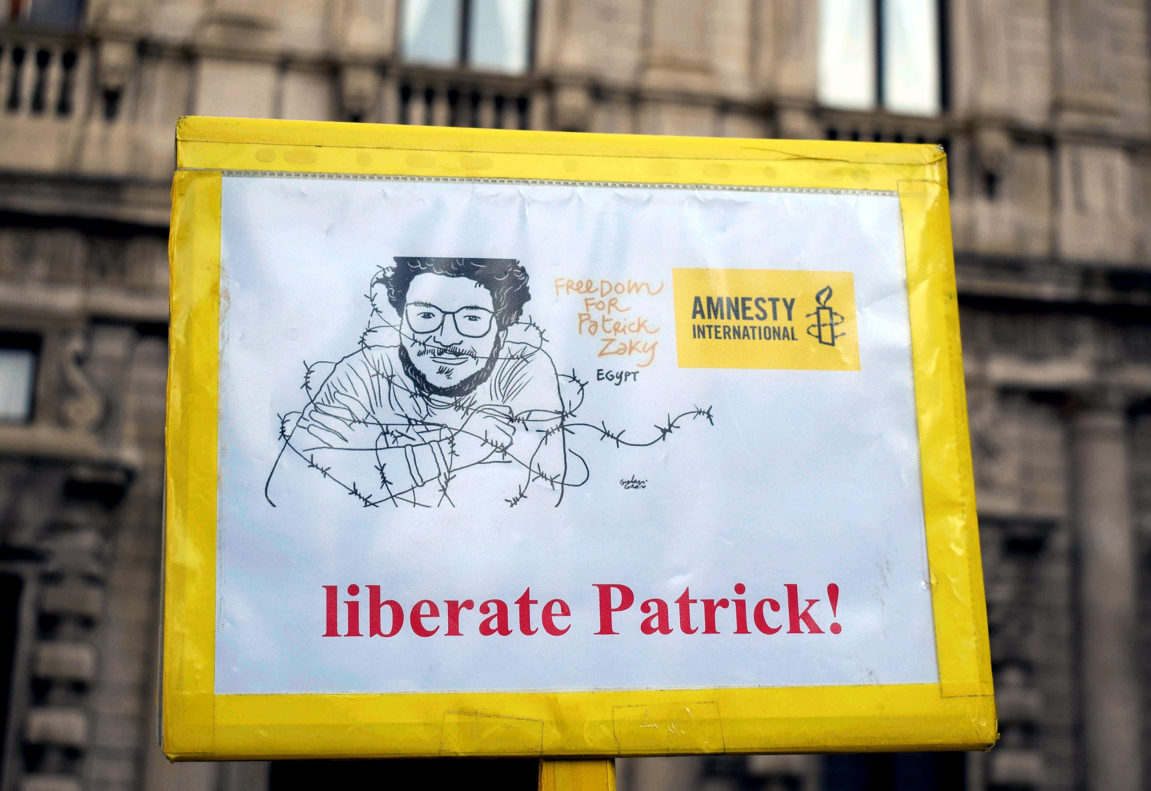 """Egitto: interminabile detenzione per Zaki, """"altri 45 giorni di carcere"""""""